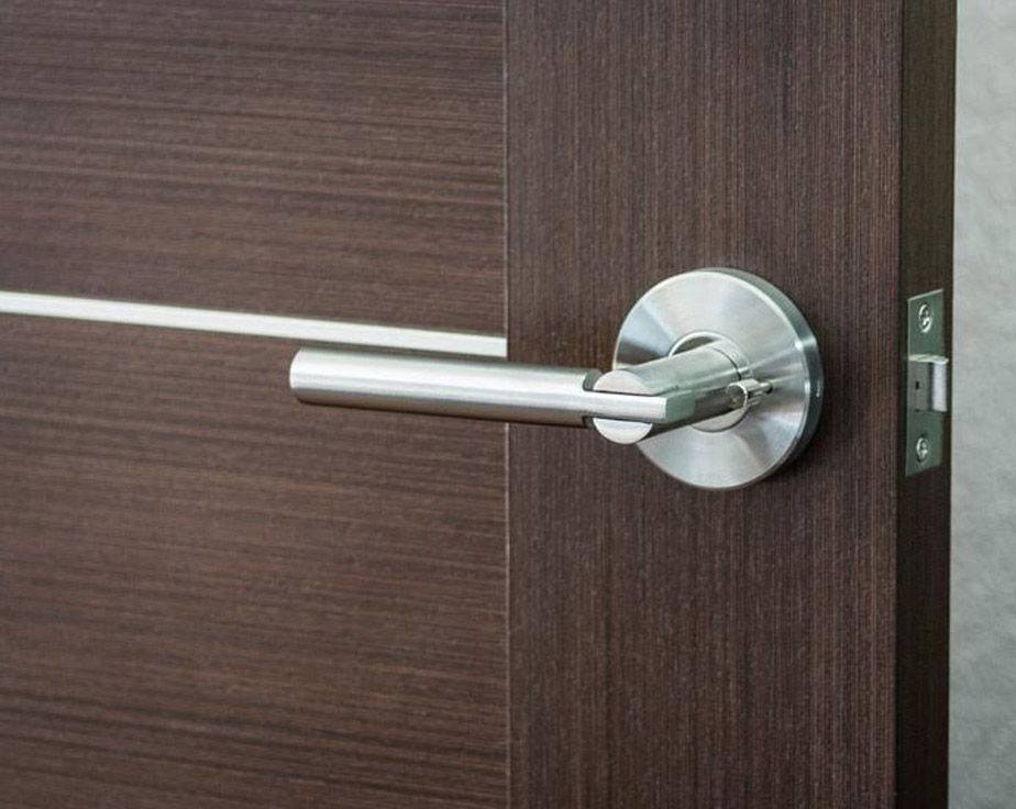 Saturn modern door handle lever set with push button lock for Door handle with lock