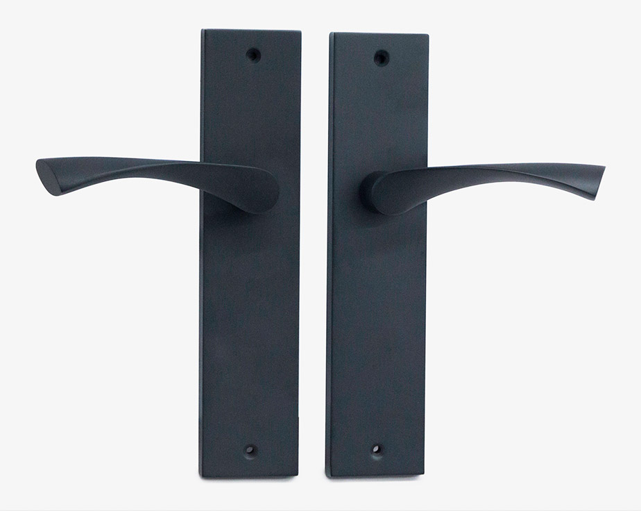 long-plate-curved-handle-black